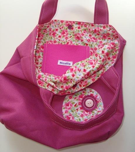 roze tas met naamlabel van Nominette