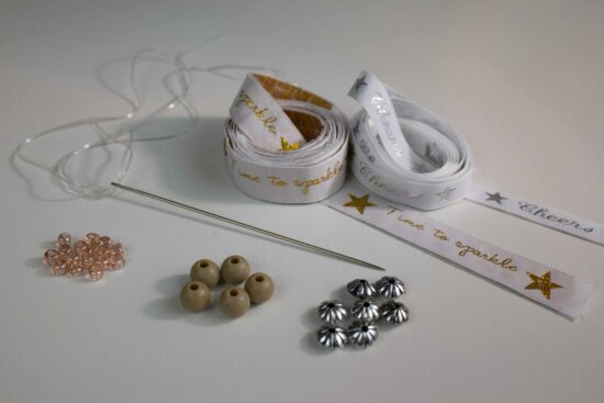 What do you need to make your own Christmasdecoration